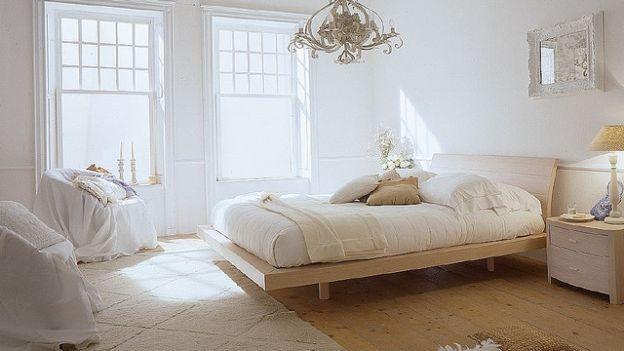 Come pulire la camera da letto | Rifare il letto, spolverare, pulire l'armadio e sbattere i cuscini: come pulire la camera da letto? Ecco i nostri consigli.