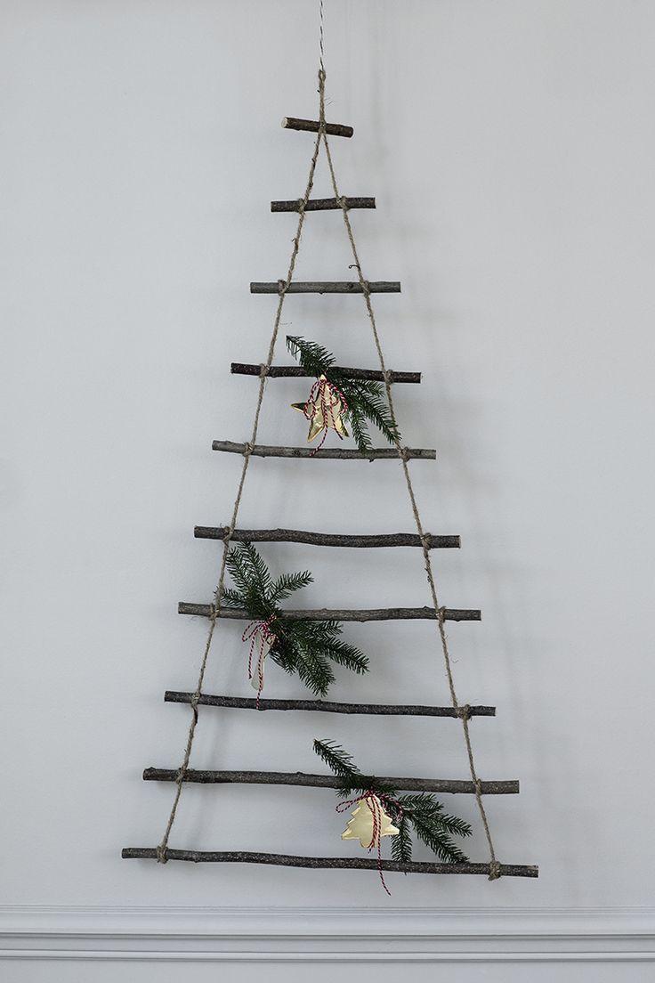 017 INTERIØRTIPS Juletre og veggdekorasjon på en gang Foto Broste Copenhagen