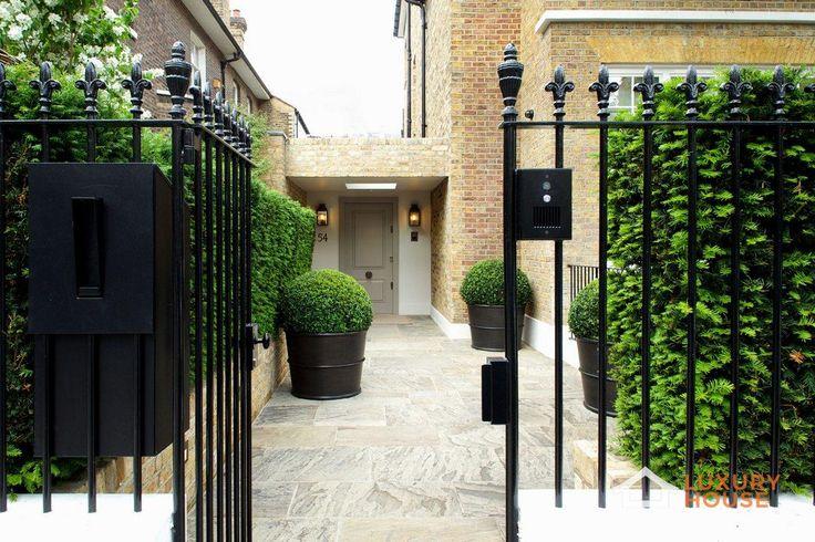 Реконструкция старого английского особняка  Частный дом Bedford Gardens был представлен компанией Nash Baker Architects в 2014 году в районе Ноттинг Хилл, Лондон, Англия. Он создан на основе одного из 14 смежных особняков начала 19 века, ставшего позже мьюз-хаусом. На стадии реконструкции были снесены два соседних дома, за счет чего увеличилась площадь сада, а также воссоздан оригинальный внешний вид фасада.   Больше фото…