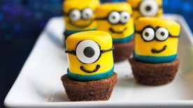 Minion Marshmallow Pops