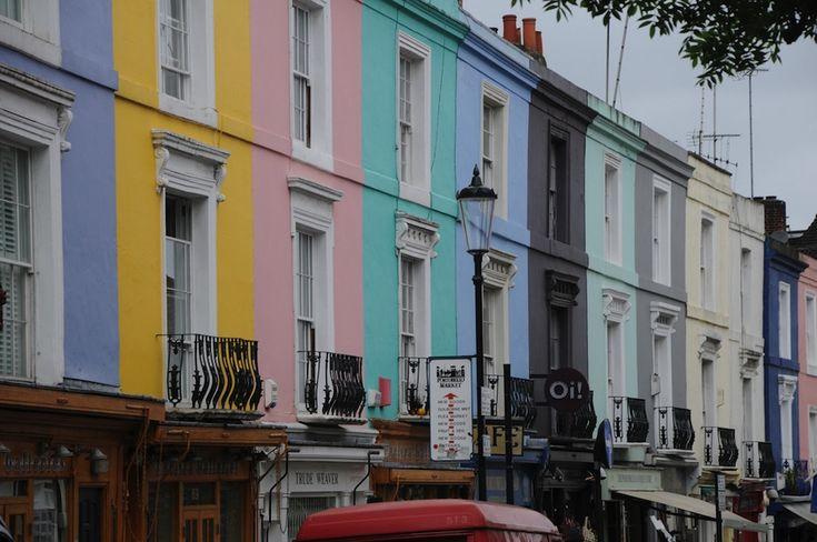 IlPost - Notting Hill, Londra - È un quartiere di Londra, ultimamente molto alla moda ma abitato dagli anni Cinquanta dalla comunità di immigrati caraibici. Ogni anno vi organizzano il famoso carnevale e qui si trova anche il mercato di Portobello Road; l'omonima strada è caratterizzata dalle facciate color pastello dei suoi negozi.  (incurable_hippie)