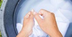 Θα πάθετε πλάκα όταν ΔΕΙΤΕ πως φεύγει η κιτρινίλα από τα λευκά ρούχα!