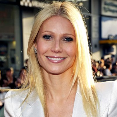 Face-framing layers à la Rachel Green may finally be a thing of the past. As celebrity hairstylist #MarkTownsend sees it, #GwynethPaltrow's uniform length is more modern; razored ends give the cut movement and keep it from looking drab or drapey. http://www.instyle.com/instyle/package/general/photos/0,,20276967_20405703_20816252,00.html: Gwyneth Paltrow, Long Hair, Haircuts And Colors, Celebs Beautiful, Hollywood Hair, Celebrity Hairstylists, Beautiful Gwyneth, 10 Haircuts, Gwynethpaltrow