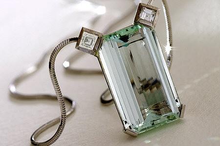 18 ct gold pendant with aquamarine and diamond