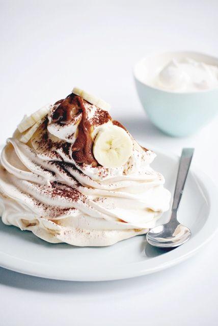 Elodie's Bakery: Banoffee pavlova | Pavlova à la confiture de lait, banane et chantilly