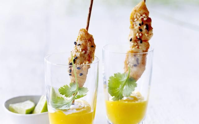 Gemarineerde kipspiesjes met mangodip