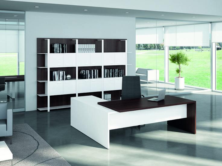 T45 dirección confiere una agradable combinación entre estilo, las tendencias estéticas nuevas y la más clásicas, la solidez formal y la funcionalidad.