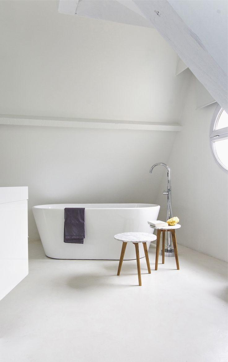 17 beste idee n over vrijstaand bad op pinterest moderne badkamers modern badkamerontwerp en - Badkamer muur tegels porcelanosa ...