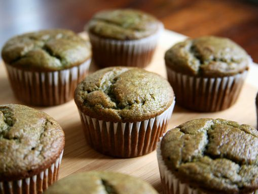 Banana Smoothie Muffin Recipe.. YUM!! The perfect on-the-go breakfast for the week :)