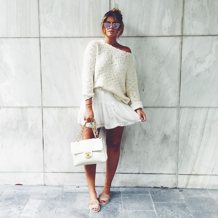 Farina Opoku sur Instagram : Love my marble wall & my new sandals from @plazamarburg