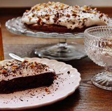 Zdravý čokoládový dort s banánovo - kokosovým krémem