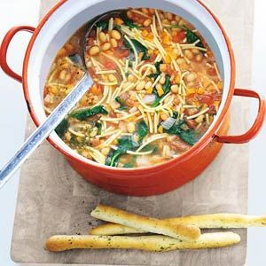 Recept - Winterminestrone met soepstengels - Allerhande