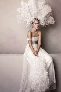 Capi iconici realizzati con tessuti leggeri ed impalpabili: la nuova collezione 2016 Errico Maria Bestseller. 0831301462 - http://www.erricomaria.it/contact/