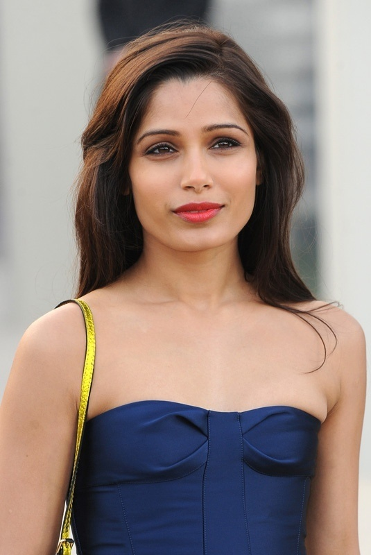 17 Best images about Make-up for Dark, Medium, Light skin ... Freida Pinto Height
