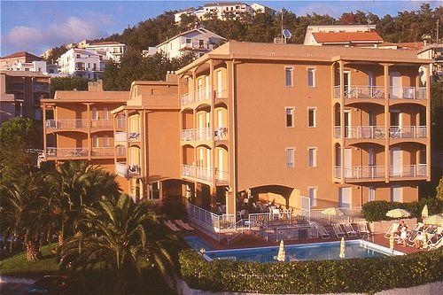#residenceorchidea  #PietraLigure. Sempre al sole, luce morbida e calda fino al tramonto  www.residenceorchidea.it