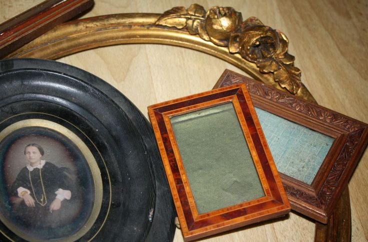 In the trash! Can you believe this! Some neat wooden frame and a big surprise.