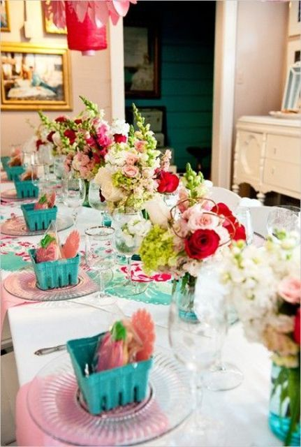 table decorations perfect for summer partiy (especially ladies meeting ie. bridal shower)