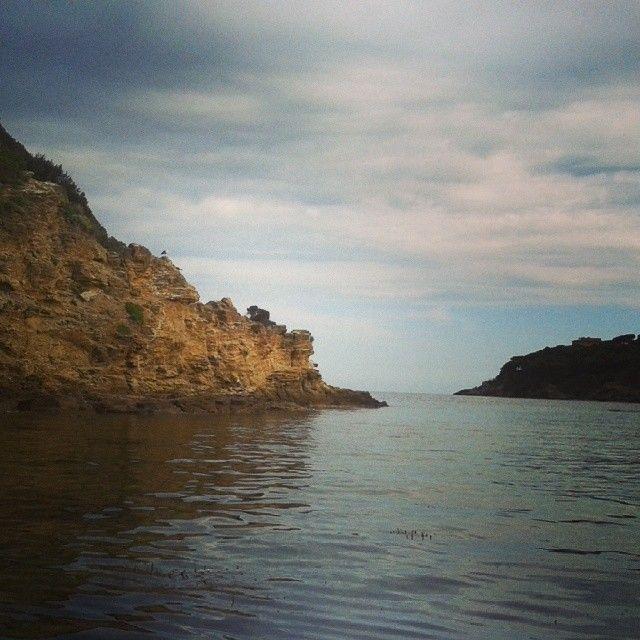 #ShareIG Quando due rocce si stanno di fronte per secoli senza mai potersi congiungere... #isoladelba #ILoveElba #sea  #tuscany #tuscanygram #visitElba #landscape #water