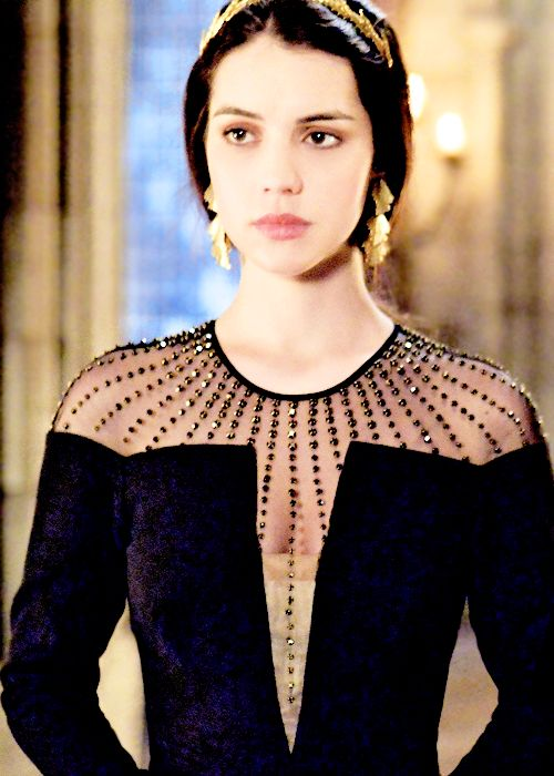 Mary in Reign episode 17, wearing the Jennifer Behr pegasus headband and a Temperley dress.