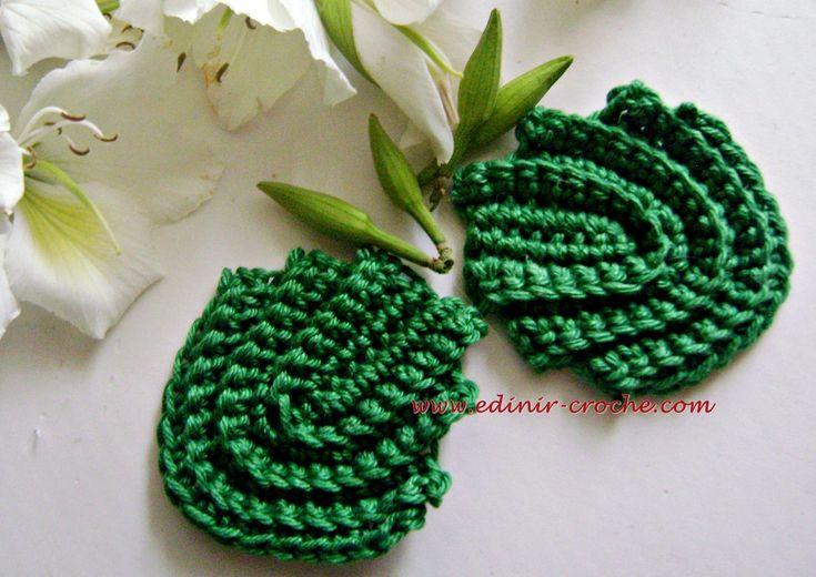 Edinir-Croche ensina folhas para cacho de uvas em crochê para Germiniana. Visite os blog http://www.cursodecroche.com e http://www.edinir-croche.com e http:/...
