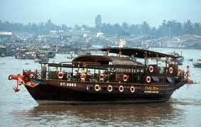 local life and floating markets along the biggest and longest river in Southeast Asia .