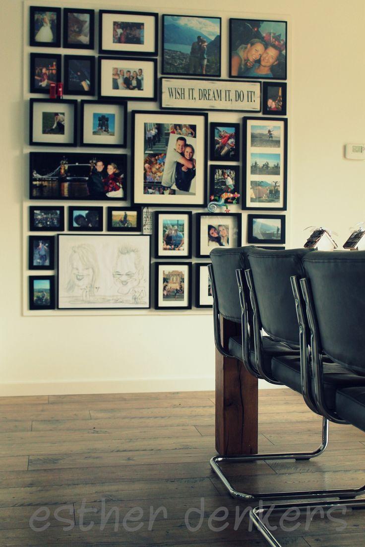 Mijn fotomuur. Een mdf plaat op de muur gemaakt en in dezelfde kleur als de muur geschilderd. Scheelt een hoop gaten in de strak gestucte muur;)