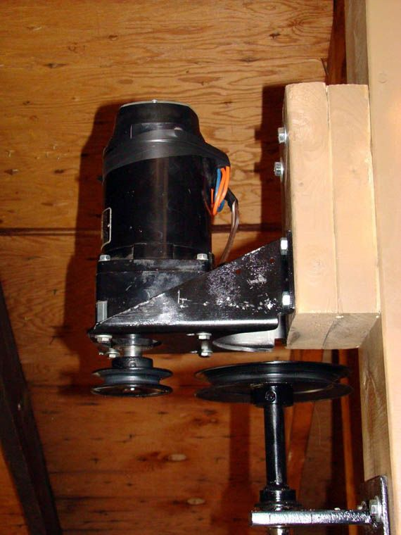 Support et moteur ventilateur de plafond
