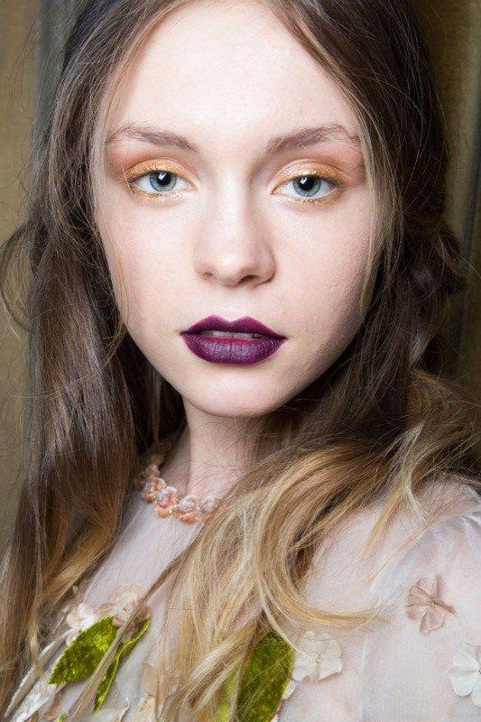 ClioMakeUp-trucco-anni-20-capelli-stile-festa-sfilata-luisa-beccaria-rossetto-viola-2015-smokey