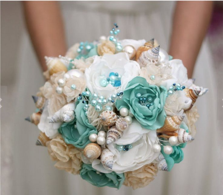 Buque de flores de tecido com acabamentos em pérolas, cristais, conchas para casamento na praia.  Obs: Algumas peças mudam pois não trabalhamos com estoque.