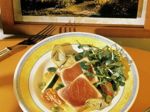 Gegrillter Thunfisch mit Salat ist ein Rezept mit frischen Zutaten aus der Kategorie Meerwasserfisch. Probieren Sie dieses und weitere Rezepte von EAT SMARTER!