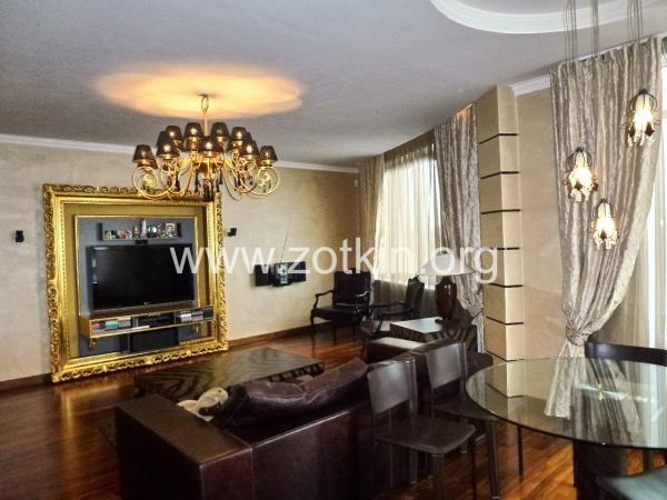 LIVINGROOM CLASSIC WITH TV STAND VISMARA DESIGN #ZOTKINSTUDIO #MOSCOW #TVSTAND #GOLD #BAROQUE