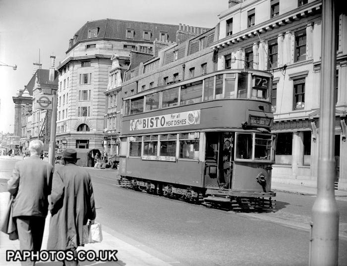 LONDON TRAM: 1952