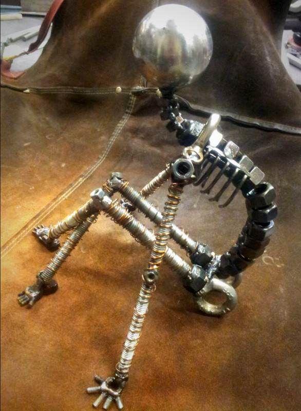 """""""Un moment de repos"""" – Screws and Bolts Sculpture"""