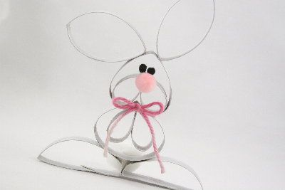 Oh my goodness, this is too sweet! All made out of empty toilet paper rolls! So easy!