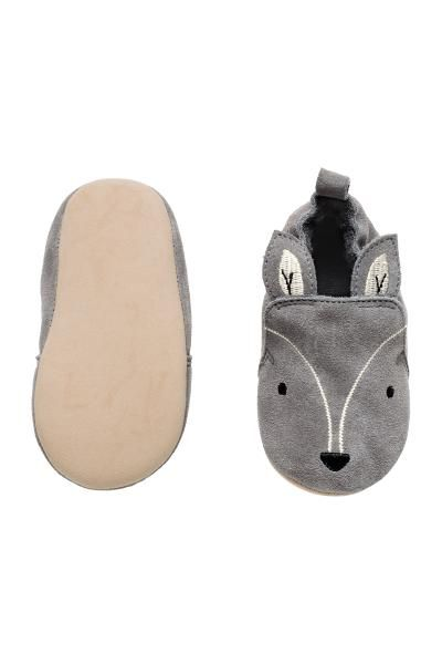 Suede slippers: BABY EXCLUSIVE/PREMIUM QUALITY. Soft slippers in suede with embroidery and appliqués on the front, terry linings and insoles and soft imitation suede soles.