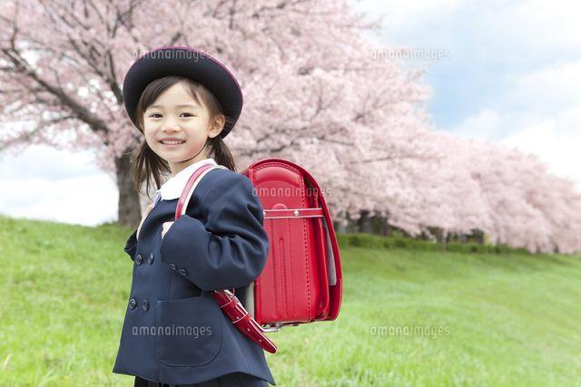 桜と笑顔の女の子 (c)AID