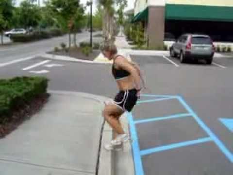 Treinamento Funcional para Mulheres sem material na rua.