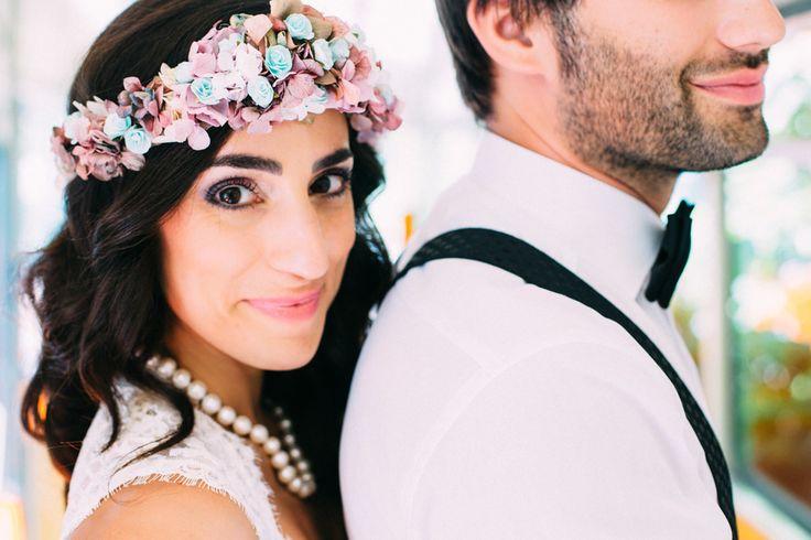 Brasilianisch-Deutsche DIY Hochzeit in Augsburg mit Carito Photography - veröffentlicht auf dem Hochzeitsblog Evet ich will #diy #hochzeit #diyhochzeit #multikultihochzeit #multikulturellheiraten #multikulti #realwedding #evetichwill #hochzeitsblog #caritophotography #bride #pearlnecklace #floralcrown #boho #vintage