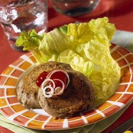 50 g lenticchie cotte1 patata media1 cucchiaino di parmigiano grattugiato1 cucchiaio olio anelli cipolla crudi 2 cucchiai kekchup