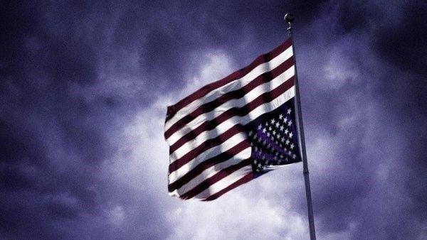 Qué significa la bandera de Estados Unidos del revés que ha utilizado House of Cards