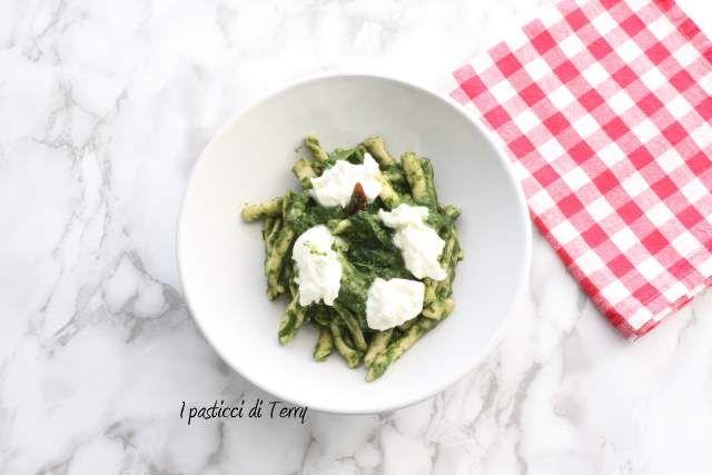 Questo è un piatto goloso che vi consiglio di preparare per il prossimo week end: http://www.ipasticciditerry.com/pasta-fresca-cicatelli-farina-grano-arso/