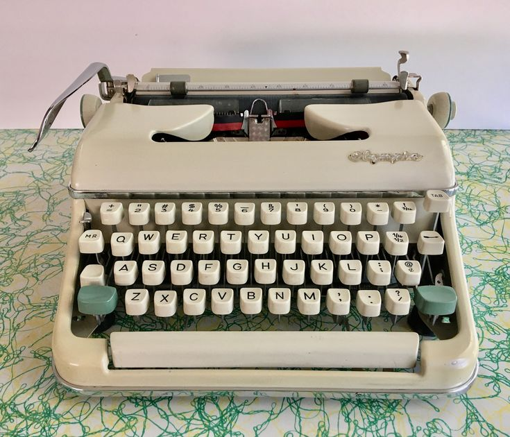 Pin by Dave Owen on Typewriters in 2020 (With images ...