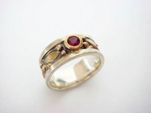 """Martyn Milligan 9ct red & yellow gold ring """"Ruby & Rata"""""""