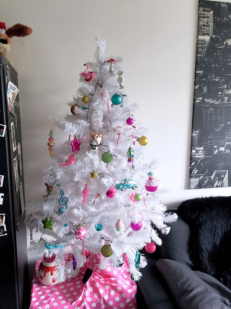 Bestel je kunstkerstboom online! Ik scoorde mijn witte kerstboom online en ben er dol gelukkig mee. Snelle makkelijke levering. #white #christmas #tree