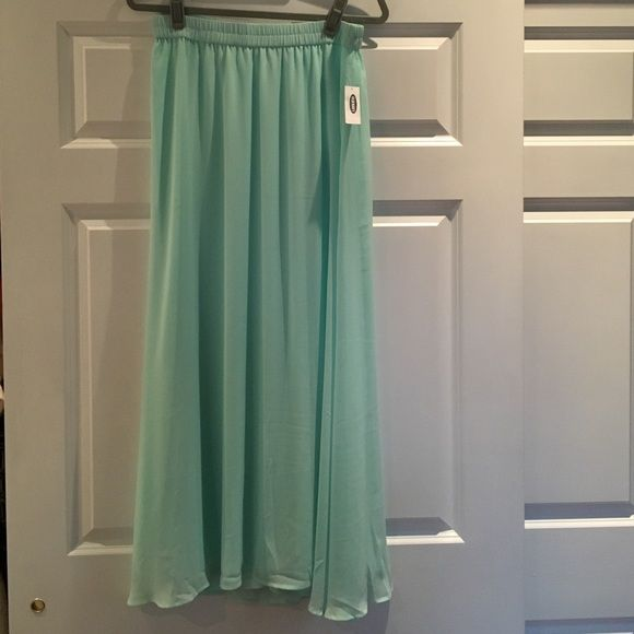 Old Navy Maxi skirt Brand new... Never worn.... Perfect for summer. Beautiful teal color.. Polyester material.. Looking to clear out some stuff. Old Navy Skirts Maxi