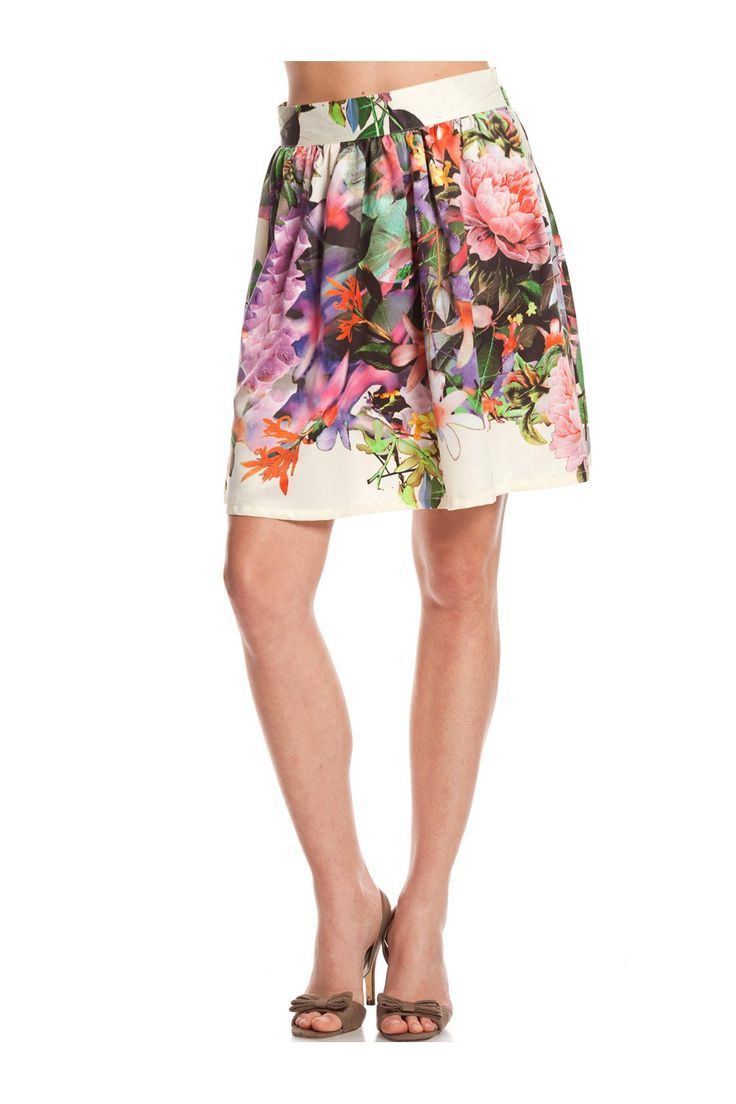 Falda de estampación floral. - MUJER   Rosalita McGee #flores #faldaflores #estampadofloral #flowers #modaprimavera #springstyle #skirt #skirtflowers