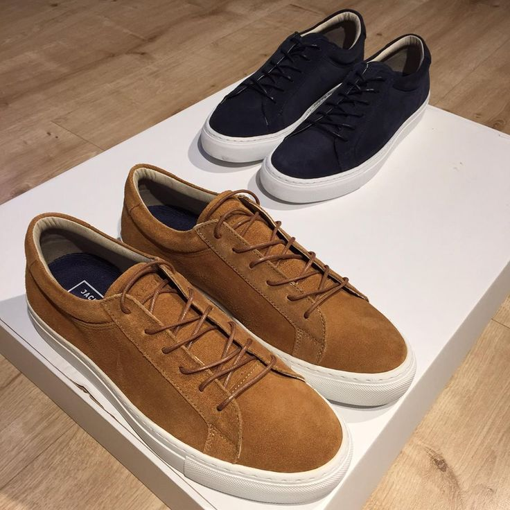 Chic leather suede sneakers!