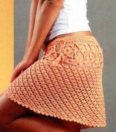 Летняя вязаная мини юбка крючком из пряжи персикового цвета, схемы вязания.