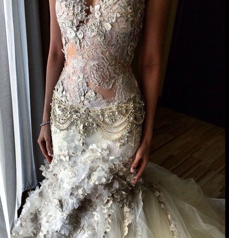 #lace#swarovski#weddingdressdetails#chantilly#collaborationwith Rinaldy A Yunardi bijoux #begorgeousbride#begorgeoussignature