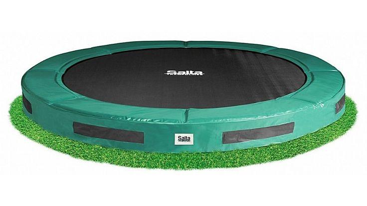 Salta Excellent 546 Inground Trampoline 427cm groen  Voor een esthetische uitstraling van uw tuin is er nu de Salta Excellent Ground om uw trampoline te integreren in uw tuin. Zoals de naam Salta Excellent Groundalzegt is deze gemaakt met een excellent hoge kwaliteit materialen. De trampoline is speciaal ontwikkeld zodat het ingraven van de trampoline tot een minimum is beperkt. Daarmee bespaart u veel tijd en is het te graven oppervlak in uw tuin minimaal. Voor een excellente spring…